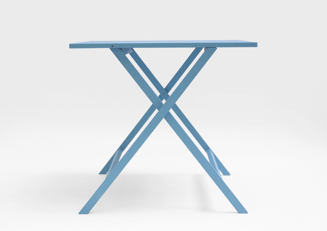 AKIRA folding table 04